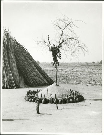 Nuer colwic shrine