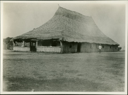 Zande chief's hut?